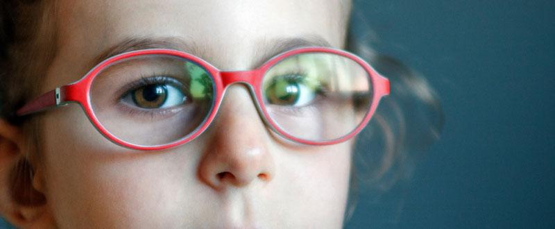 बच्चों की दृष्टि संबंधी समस्याएं एवं आँखों की देखभाल के टिप्स